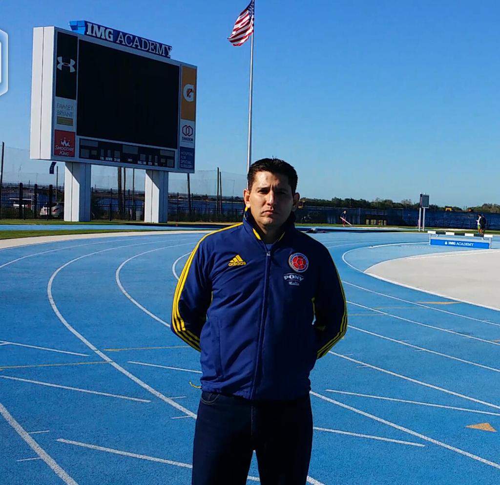 Felipe Merino, técnico colombiano en el exterior,  en constante capacitación.