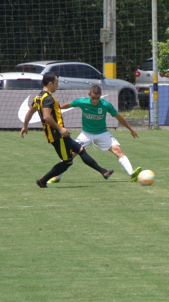 GUARNE. Juan Pablo Restrep, de Nacional, en la marca. Empleado como lateral fue uno de los cuatro canteranos empleados en el segundo amistoso de este domingo contra Guaraní de Paraguay.