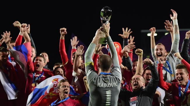 Serbia celebra su primer título como país independiente, ya que la desmembrada Yugoslavia había logrado la corona en Chile-1987. Foto Getty Images /Fifa.com