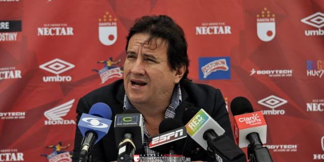 Señor César pastrana. En Blog Deportivo de Blu Radio, Javier Hernández contó algunos detalles de la negociación de Arias y Torres para el Medellín. Es preciso que la hinchada de Santa Fe  conozca la verdad de estos negocios y el de Camilo Vargas. Foto tomada de la página web de Independiente Santa Fe.
