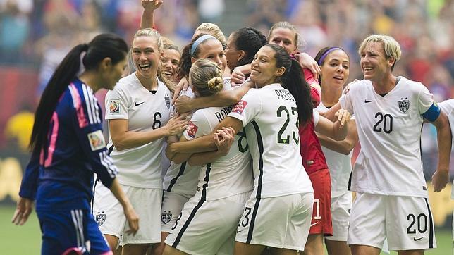 VANCOUVER. Estados Unidos tomó desquite este domingo en la final del Mundial Femenino al vapulear a Japón, 5 x 2. Es el tercer título de USA. Foto EFE.