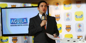 Juan Felipe Mejía como presentador de los diferentes orteos de la Dimayor