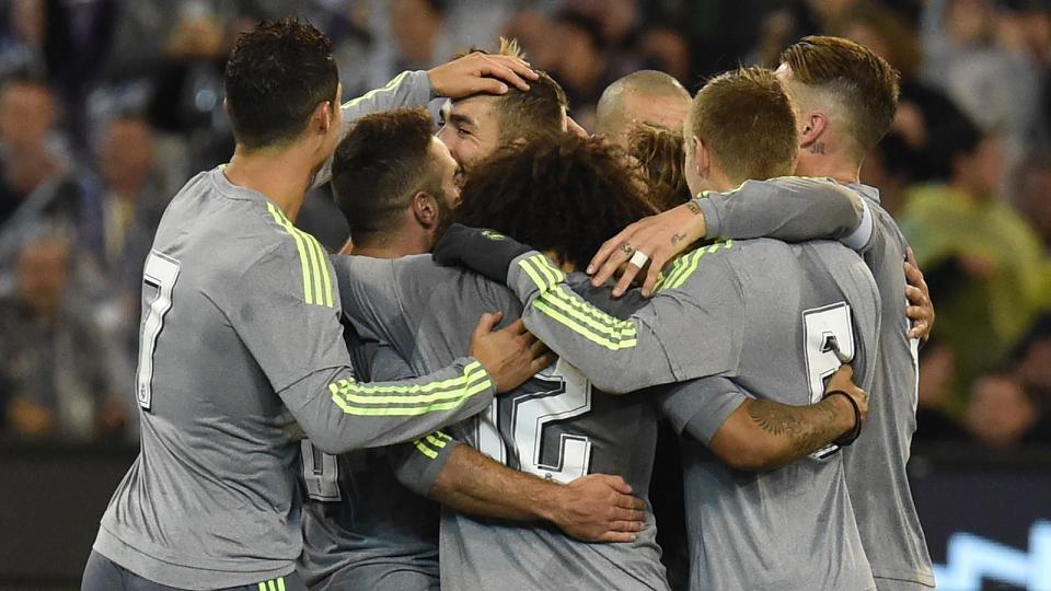 MELBOURNE. Los jugadores del Real Madrid - hoy estrenaron su nuevo uniforme gris- celebran el golazo de Benzema en el 4 x 1 ante Machester City, final del Internacional Champions Cup de Australia. Foto Eurosport