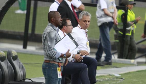 Cuerpo técnico verde: Reinaldo Rueda, Eduardo Velasco (PF) y Bernardo Redín (AT). Foto tomada de la página web del Atlético Nacional