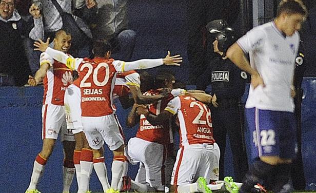 MONTEVIDEO: Wilson Morelo festeja tras anotar el primer gol de Independiente Santa Fe. El 2-0, muy buen resultado trae el equipo colombiano. Foto: AFP.