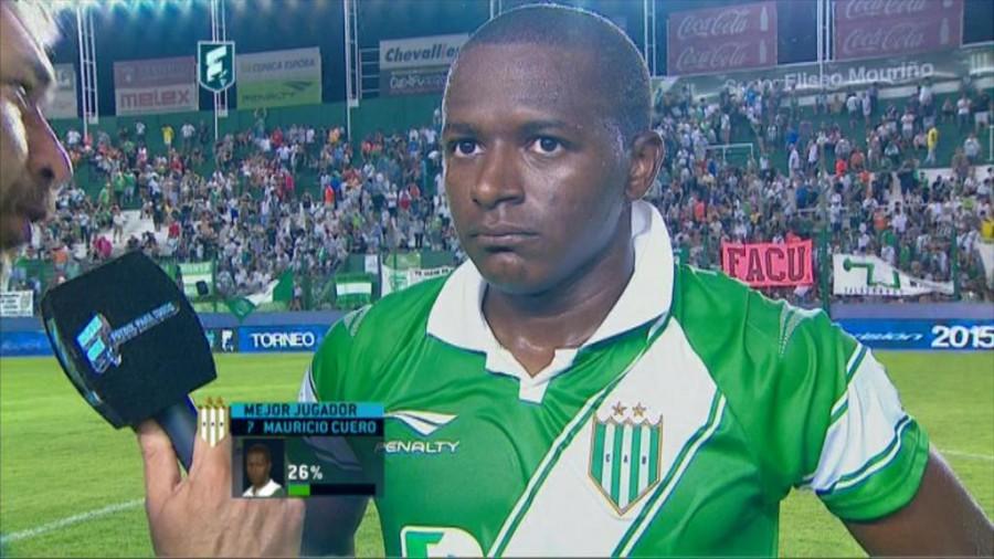 Mauricio Cuero con más juegos en el exterior que en Colombia. Atacante tumaqueño de 22 años, hoy con la camiseta de Banfield. Foto tomada de www.futbolparatodos.com.ar