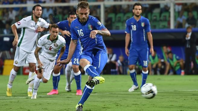 Daniele De Rossi marcó de penalti en el minuto ocho ante Bulgaria. Foto  ©Getty Images / Portal oficial de la UEFA