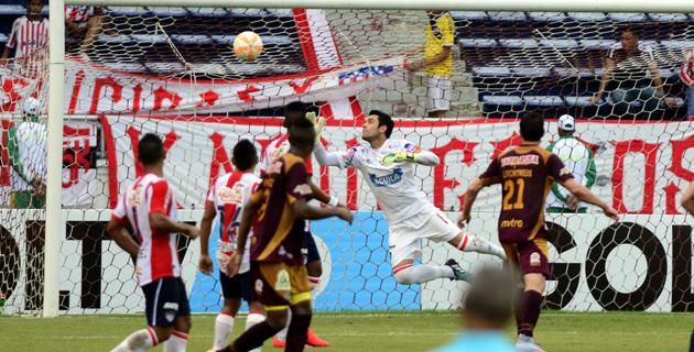 BARRANQUILLA. El gol de Jonathan Estrada, minuto 23, avrió el camino del triunfo para Tolima que eliminó en el Metropolitano al Junior 2x0. Foto El Heraldo