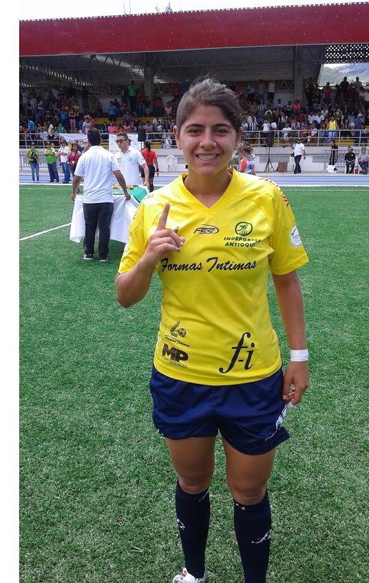 CALDAS (A). María Catalina Usme de Formas Intimas,  le hizo tres goles a Real Pasión esta mañana  en la final del selectivo a la Copa Libertadores. Foto Carlos Julio Serna