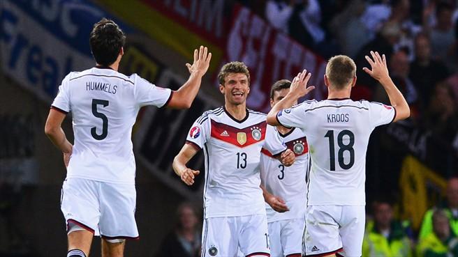 Thomas Müller marcó dos goles y asistió en el tercero. Foto ©Getty Images / Página de la UEFA