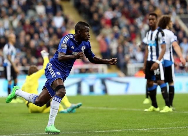 El brasileño Ramírez (camisa 7) entró en el minuto 61 por su compatriota Oscar y marcó el descuento de Chelsea 12 minutos después. Y para que el encuentro quedara empatado vino la segunda anotación de Willian. Foto tomada de la página web del Chelsea.