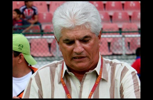 Julio Comesaña y el equipo No. 13 que orienta. Será el Sud América de uruguay. Foto eluniversal.com.co
