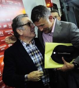 Osorio y el presidente de Sao Paulo. Foto globoesporte.com)