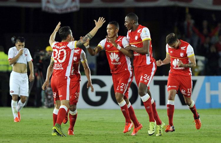 Francisco Meza convirtió el gol para Santa Fe que empató con Independiente 1-1 y le alcanzó para avanzar a semifinales en donde se medirá con Sportivo Luqueño. Foto AFP / Conmebol
