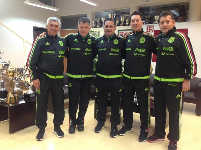 Con este cuerpo técnico integrado por colombianos, México empezó con pie derecho el camino a Rusia 2018. De izquierda a derecha: Humberto Sierra (asistente asistente y veedor), Juan C Osorio ( DT), Luis PompilioPáez (asistente 1),Mario Marin  (entrenador de arqueros), Jorge Rios ( PF).