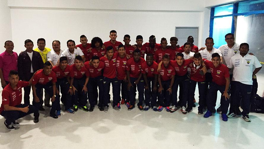 Valledupar está de fiesta con el Sudamericano Sub-15 que arrancará mañana. Acá la delegación de Ecuador. Foto Colfútbol