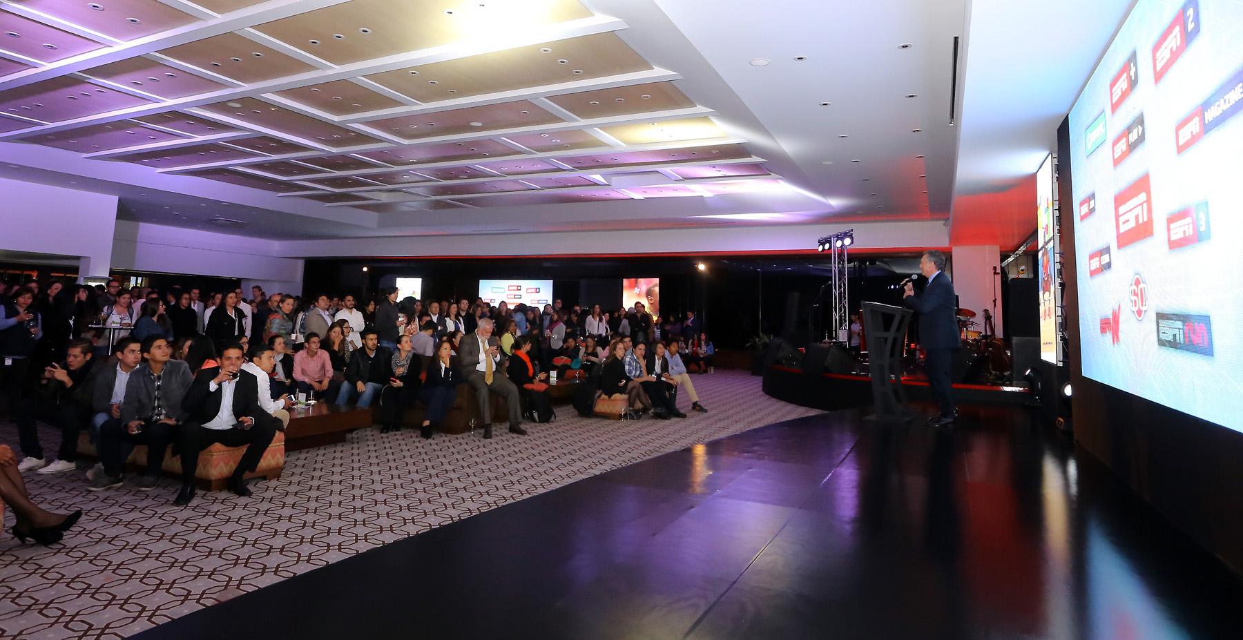 Panorámica del salón principal del Country Club de Bogotá.