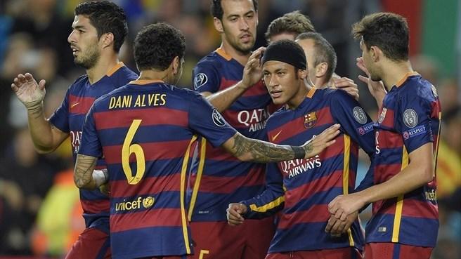 Barcelona gana al BATE por 3-0 y vuelve a ofrecer, según Mundo deportivo, trazos de evolución en su juego, con un Iniesta sublime, Busquets magistral y el tándem Neymar-Suárez en plena forma. Foto AFP / Getty Images /Página de la UEFA