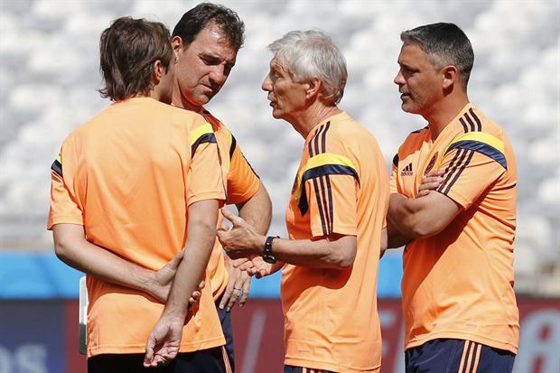Pékerman y su cuerpo técnico argentino. Nadie más tiene entrada a ese mundo secreto de la Selección Colombia. Foto EFE