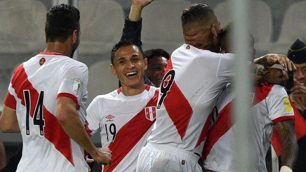 La Selección Peruana sumó sus primeros tres puntos en las Eliminatorias ante Paraguay con gol de la 'Foquita'.. Foto AFP /depor.pe