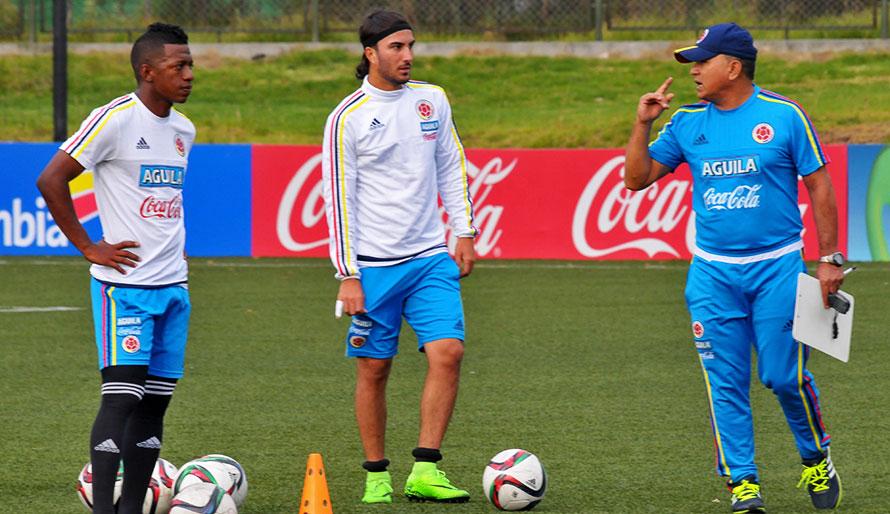 BOGOTÁ. Uno de Atlético Naciomal y otro del DIM. Sebastián Pérez y Brayan Angulo con la Selección Sub-23 de Colombia que viajará en plan de fogueo a cuadrangular en China. Foto Colfútbol