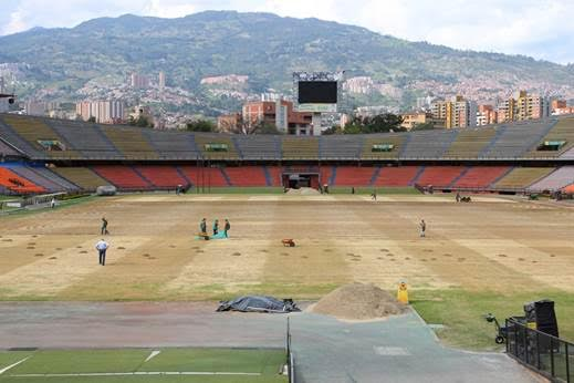 Así lucía la grama al inicio de los trabajos en el mes de diciembre de 2015. Foto Inder Medellín.