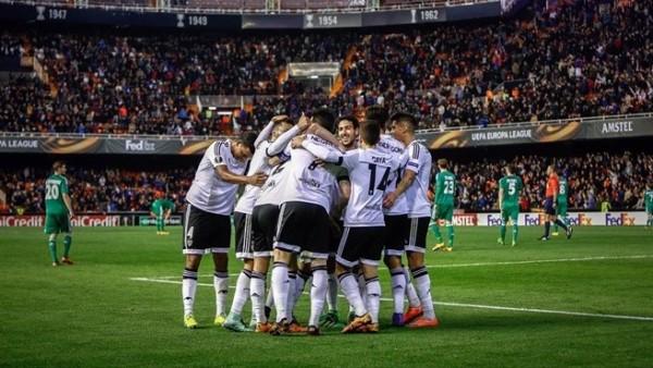 Los jugadores del Valencia celebran uno de los seis goles. Foto ©AFP/Getty Images /Tomada de la página web de la UEFA.