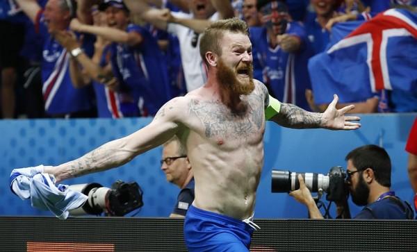 Islandia recordará esta edición del torneo para siempre, más allá del resultado del siguiente partido porque derrotó a Inglaterra por 2-1 y clasificó por primera vez en su historia a los cuartos de final del torneo. Foto Reutes, tomada de peru21.pe.