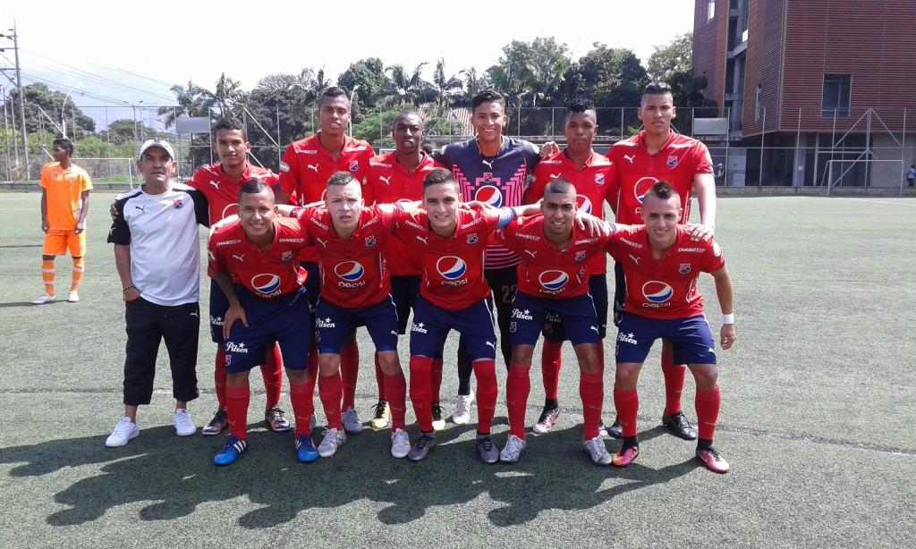 El Medellín que goleó al Envigado este domingo 4 x 1. Los rojos  quedaron segundos en la tabla de la Primera Fase. Foto Carlos Julio Serna / Cápsulas.