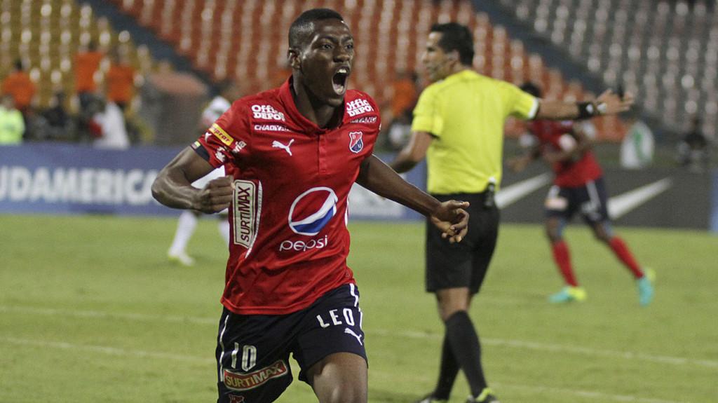 Mauricio Cortés, primera celebración profesional con 19 años y en Cop Sudamericana. Foto DIM_oficial.