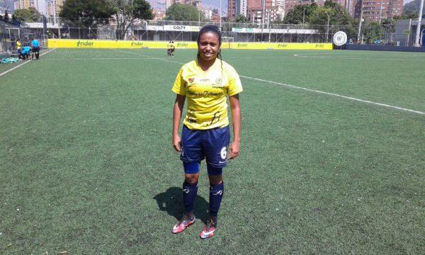 Maireth Pérez, goleadora vallenata, con Formas Íntimas y en el 2017 vestirá la camiseta del Envigado en el Torneo Nacional. Foto Carlos Julio Serna / Cápsulas.