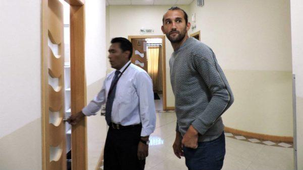 Hernán Barcos (d) se realizó esta mañana los exámenes médicos para poder vincularse a Liga de Quito.  Marcelo Gallo /Diario El Universo
