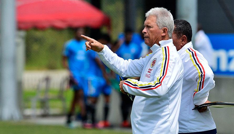 Técnicos, grupos y primer juego de Colombia