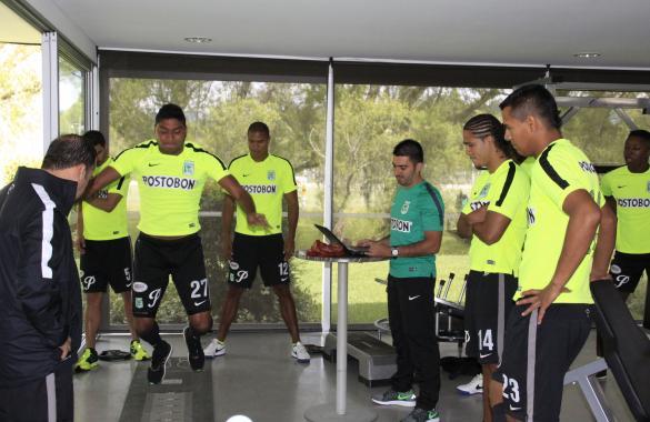 Evaluaciones físicas con la mirada atenta (lado izquierdo) del nuevo preparador físico Carlos Eduardo velasco. Foto tomada de la página web del Nacional.