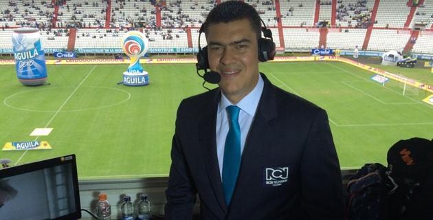Eduardo Luis López Tavera.  El paisa se 'roba el show' narrando fútbol. Foto archivo particular.