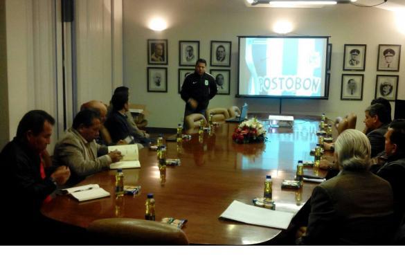 LIMA. Nelson Reyes, Director de las Divisiones Menores del Atlético Nacional, expositor den la Federación peruana de Fútbol.