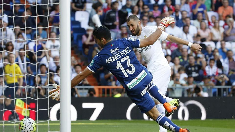 Benzema marca de cabeza para el Real Madrid que ganó 1-0 al Granada en el peor partido de la temporada , con polémica incluida. Foto  tomada de Eurosport