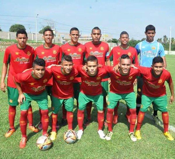 Barranquilla FC @BarranquillaFC   Arriba I-D: Acuña, Hernandez, España, Mora, Cano y Fontalvo.  Abajo I-D: Castro, Aguirre, Correa,Estrada y Barandica. Foto tomada de Instagram.