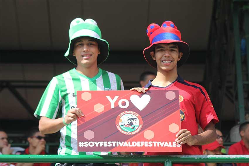 El Ponyfútbol demostró que si se puede observar el fútbol en paz y compartir y respetar los gustos de cada hincha. Foto CD Los Paisitas