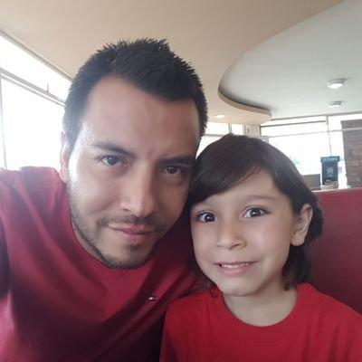 Daniel con su hijo argentino Maximiliano.