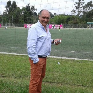 Álvaro de Jesus Gómez listo para volver a dirigir. Ha subido 3 equipos profesionales. Foto Carlos Julio Serna / Cápsulas.