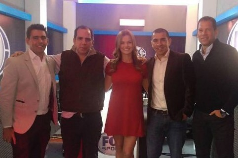 Parte del equipo de Fox Radio Colombia: Daniel Angulo, Luis Arturo Henao, Lizeth Durán, Víctor Aristizábal, Óscar Córdoba.  Foto tomada de pulzo.com