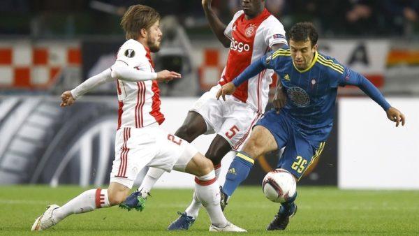 Ajex venció al Celta de Vigo 3x2 y se clasificó. El No. 5 de blanco y rojo, Davinson Sánchez, titular inamovible. Mateo Casierra entró en el 83. Foto tomada de la página web de la UEFA.