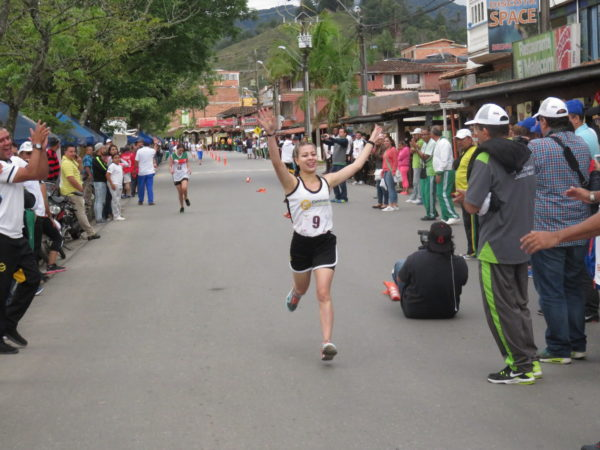 GUATAPÉ: Dominio de Contraloría de Medellón que ganó en atletismo y es líder de los X Juegos Nacionales de Empelados nacionales