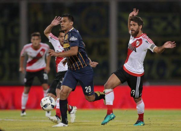 Teo Gutiérrez, con la camiseta de Rosario Central. Podría ser nuevo jugador del Junior. Foto tomada de El Heraldo.